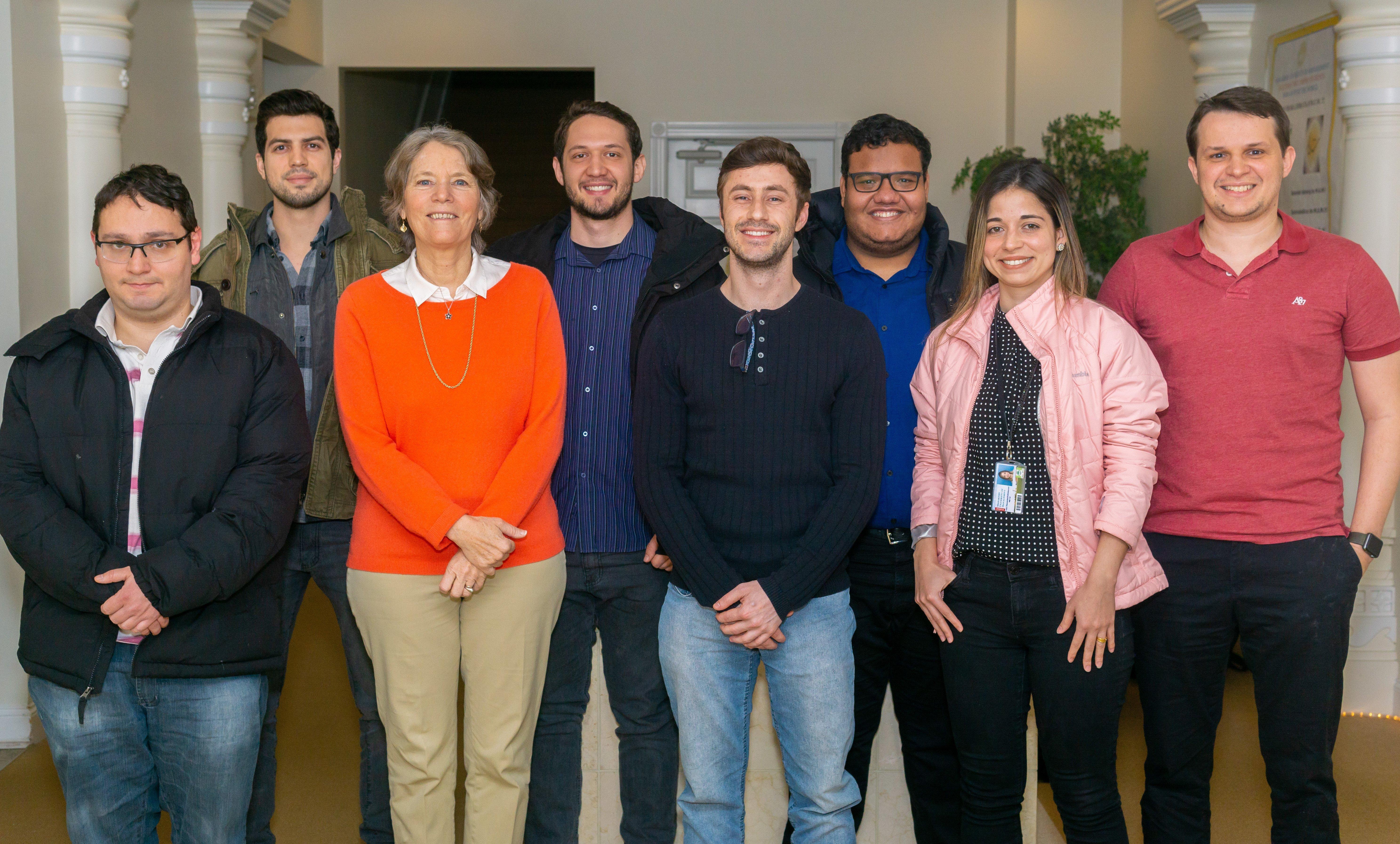 Studenti MS di informatica brasiliana con Elaine Guthrie