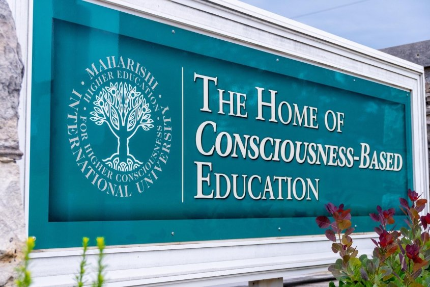 Ang Maharishi International University ay ang Home of Consciousness-Based Education