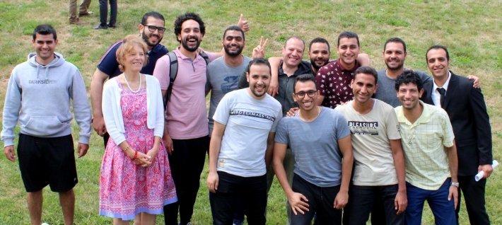 Elaine Guthrie Ağustos 2019'in Mısırlı öğrencilerden bazıları ile